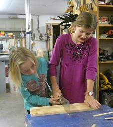 Woodworking_20141215_KidsSawing